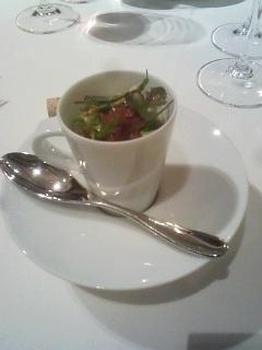 プレミアム・ディナーで食べたタラバガニとアボガドのタルタル