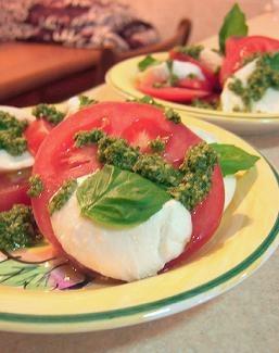 モッツアレッラ・チーズとトマト、バジルのサラダ